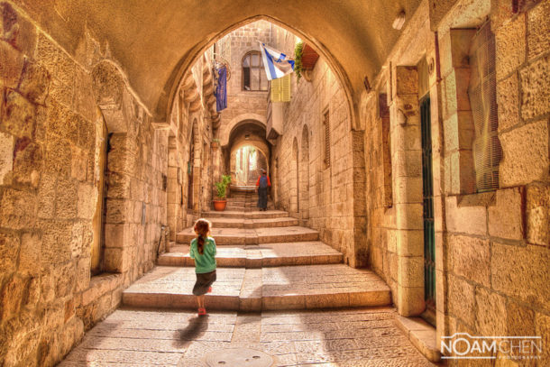 Walking through the Jewish Quarter, Jerusalem - Noam Chen - PhotographerNoam ...